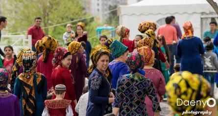 traditional Turkmen women, Ashgabat